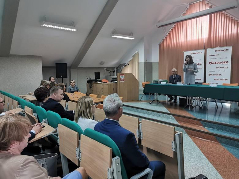 Subregion ostrołęcki. Blisko 5 mln złotych na drogi od województwa otrzymało 47 samorządów z terenu subregionu ostrołęckiego. Najwyższe dofinansowanie