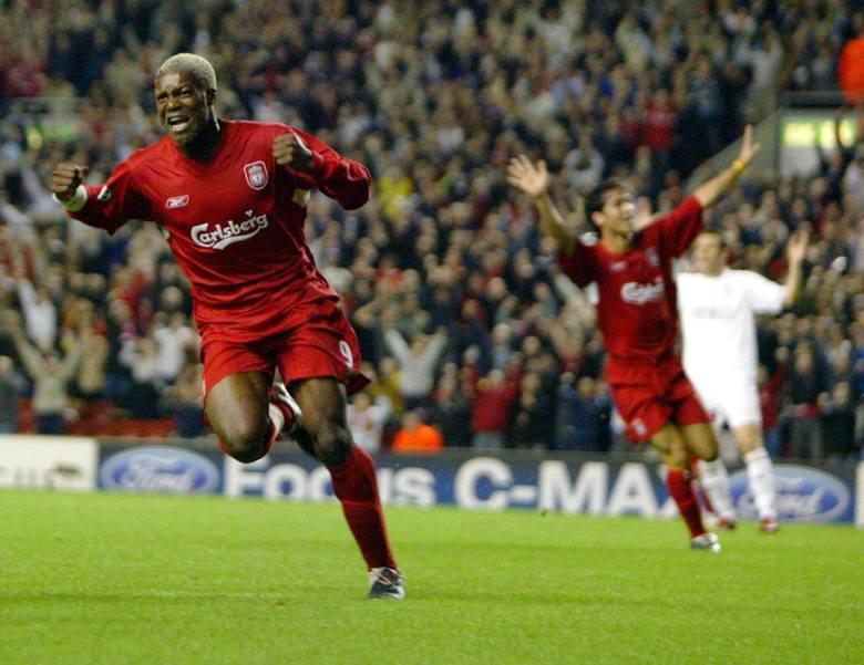 Tym kimś był Djibril Cisse! To klasowy napastnik, który strzelał dla Liverpoolu piękne gole. Jego potencjał zatrzymały kontuzje, dlatego w ostatnich