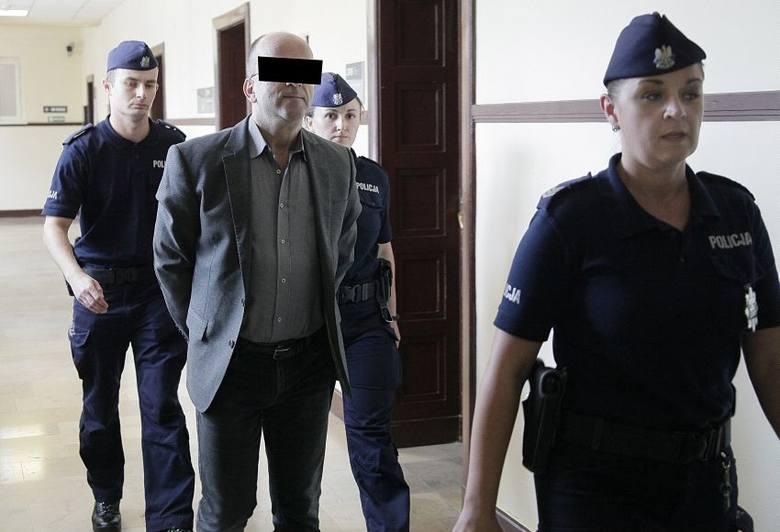 """Były ksiądz i poseł Roman K. a także redaktor naczelny tygodnika """"Fakty i Mity"""" skazany na 10 lat więzienia m.in za nakłanianie do zabójst"""