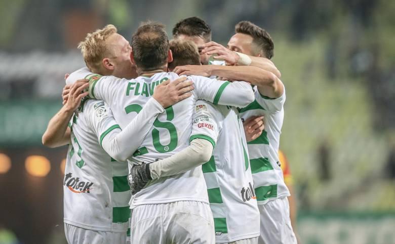 Lechia Gdańsk walczy o mistrzostwo Polski, ale myśli już o kolejnym sezonie. Biało-zieloni zagrają w europejskich pucharach i klubowi działacze wraz