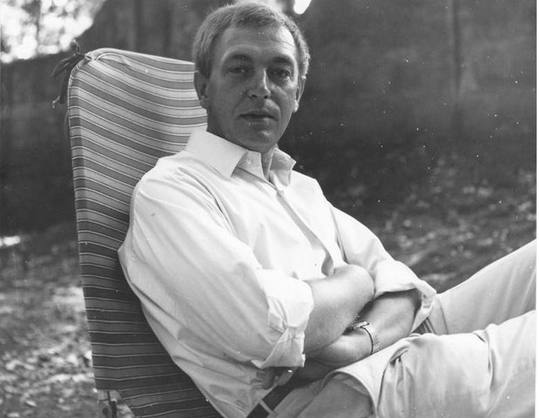 Heinz Piontek (1925-2003). W kamienicy przy ul. Byczyńskiej 13 w Kluczborku, w której pisarz mieszkał od urodzenia do 1943 r., w 2008 roku odsłonięto tablicę pamiątkową.