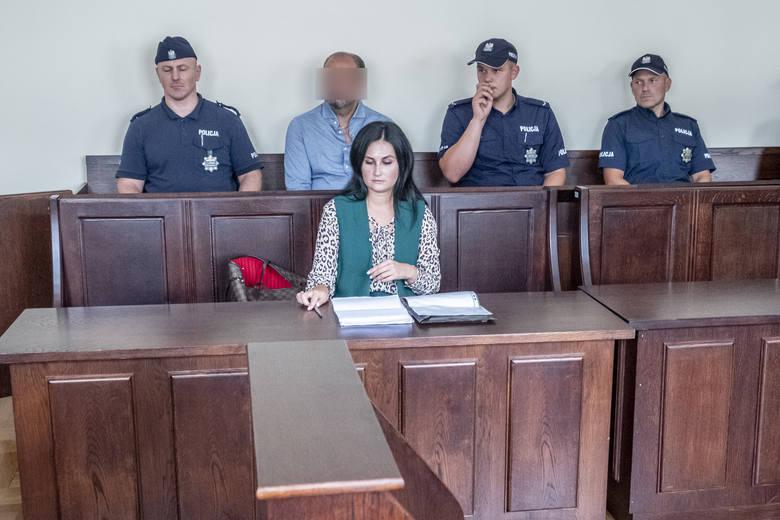 """Arkadiusz Ł., """"Hoss"""" uchodzi za szefa mafii wnuczkowej. W jednym procesie za oszustwa został już skazany na siedem lat więzienia. Teraz jego drugi został przeniesiony do Poznania"""