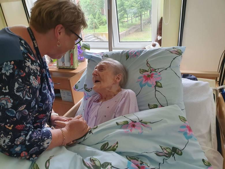 Życzenia pani Zofii z okazji jej 101 urodzin złożyli kierownictwo i pracownicy DPS-u w Kamieniu Krajeńskim