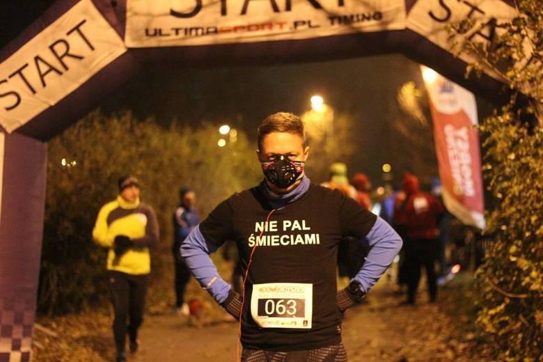 Tomasz Dzionek podczas biegu Nocna Zadyszka w Gnieźnie