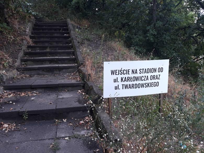 Stadion Pogoni od ulicy Witkiewicza