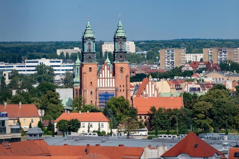 Katedra od wieków jest miejscem pochówku najważniejszych poznańskich duchownych. Znajdują się tam także groby pierwszych władców Polski.