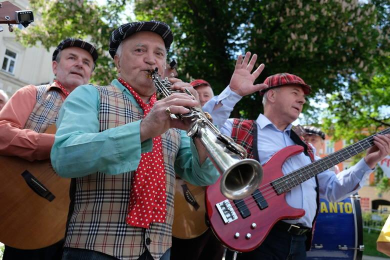 11 kapel z różnych stron Polski, wzięło udział w jubileuszowym 40. Ogólnopolskim Festiwalu Kapel Folkloru Miejskiego im. Jerzego Janickiego w Przemyślu.
