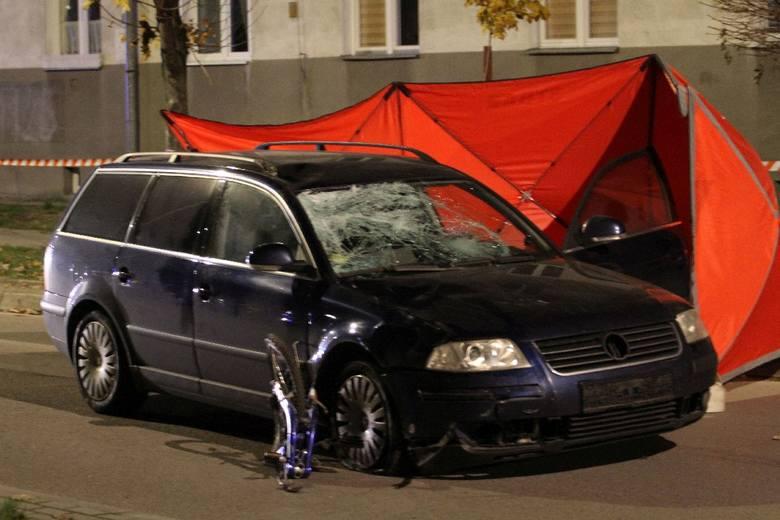 Tragedia rozegrała się w poniedziałkowy wieczór, przed godziną 20 na ulicy Jana Pawła II w Nowej Dębie. To osiedlowa droga równoległa do biegnącej nieopodal