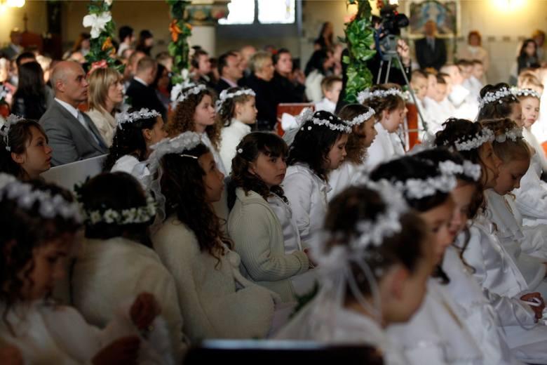 Rozpoczął się czas Pierwszych Komunii Świętych. Rodzice, chrzestni i pozostali goście zastanawiają się, jaki prezent sprawić z tej okazji.- Mój syn teraz
