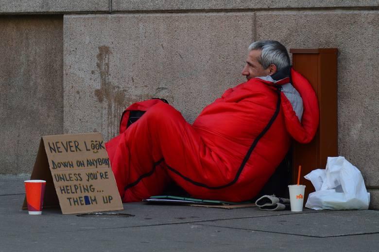 Koronawirus w Białymstoku. Bezdomnych nie dotyczy akcja zostań w domu. Organizacje apelują o lokum na czas walki z koronawirusem(ZDJĘCIA)