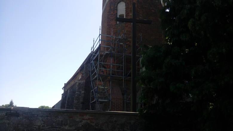 W Nowej Wsi Królewskiej trwają prace przy konserwacji elewacji kościelnej wieży. Całkowity koszt wyniesie prawie 43 tys. zł. Dofinansowanie to ponad