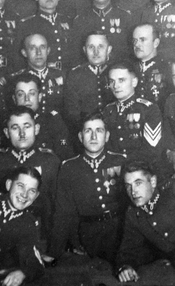 Defilada żołnierzy 56 Pułku Piechoty Wielkopolskiej na ulicy Piastowskiej w Krotoszynie 3 maja 1936 roku.