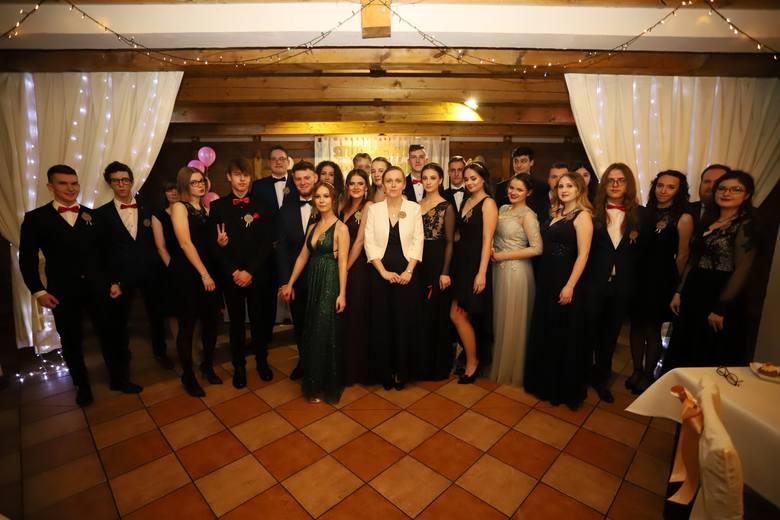 Studniówka uczniów Zespołu Szkół Katolickich w Słupsku. Zobacz zdjęcia!Pozostałe zdjęcia ze studniówek znajdziesz w specjalnym serwisie: STUDNIÓWKI