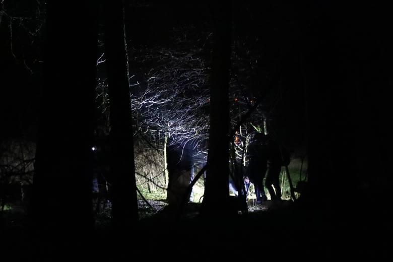 Ciało nagiej kobiety nad rzeką Luciążą we Włodzimierzowie znalazł w piątek, 27 marca, po godz. 17 przypadkowy spacerowicz. Na razie nie wiadomo, czy