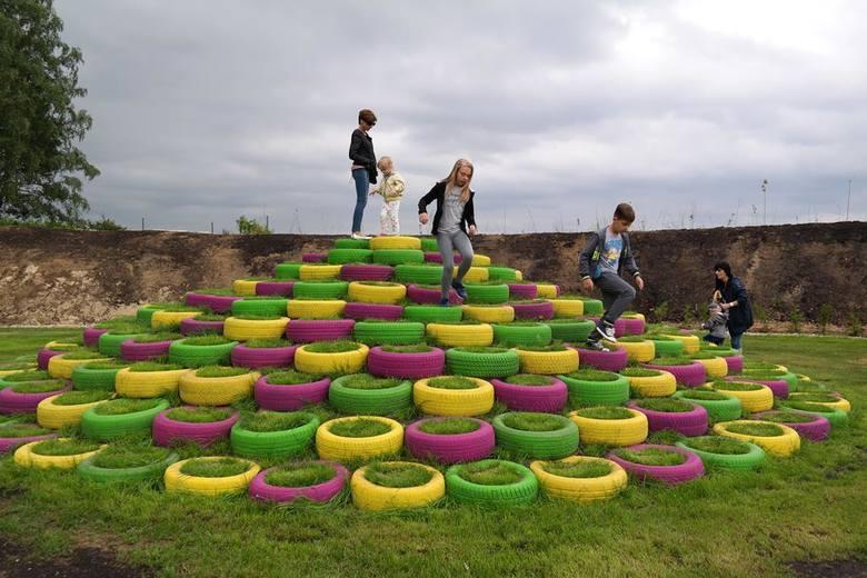 Pod Grudziądzem powstał plac zabaw z odpadów (zdjęcia)