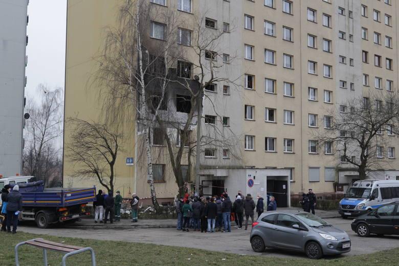 Dwa dni po wybuchu mieszkańcy nadal nie mogą wrócić do mieszkań; Zobacz kolejne zdjęcia. Przesuwaj zdjęcia w prawo - naciśnij strzałkę lub przycisk NASTĘPNE