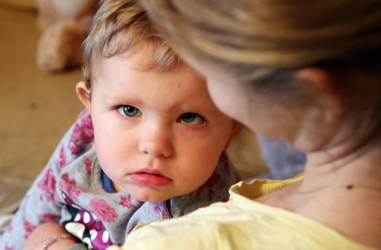 Nowotwór dziewczynki jest w bardzo zaawansowanym stadium, guzy cały czas są aktywne. Lenka dostała pierwszą dawkę Melphalanu, rodzice chcą dokończyć