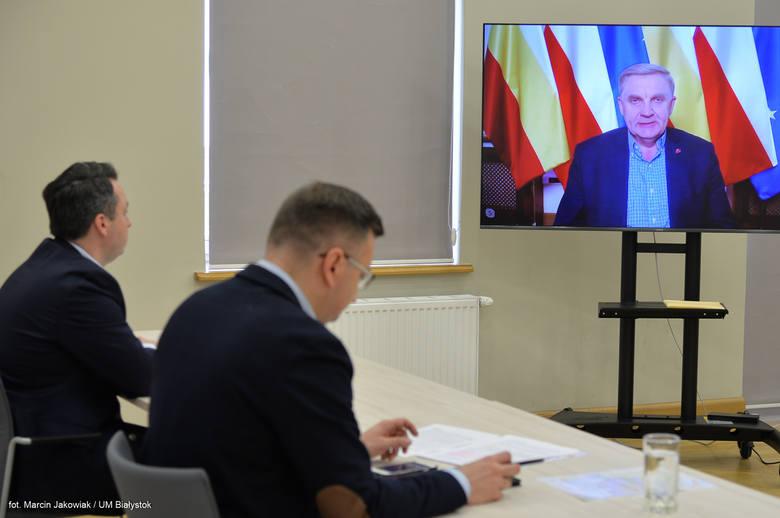 Podczas wtorkowej (21 kwietnia) prezydent Tadeusz Truskolaski podał, że od początku trwania pandemii zespół orzekał w 731 sprawach. Zapytaliśmy, czy nie da się wprowadzić możliwości, by interesanci wysyłali wnioski drogą mailową lub poprzez profil zaufany ePUAP? - Będziemy to analizować -...