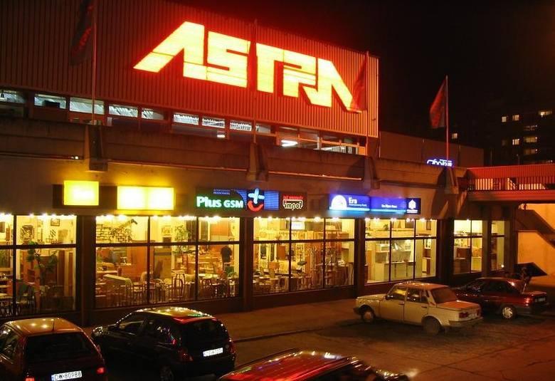 Październik 2004, DH Astra nocą/zdjęcia dzięki uprzejmości serwisu http://fotopolska.eu/