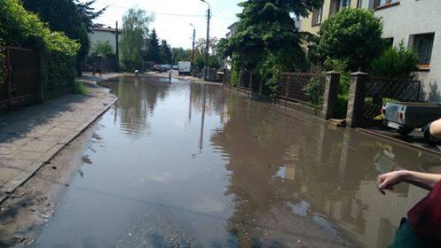 Rano przez Poznań przetoczyły się burze. W niektórych miejscach padał obfity grad, w innych deszcz zamienił ulice w rzeki.