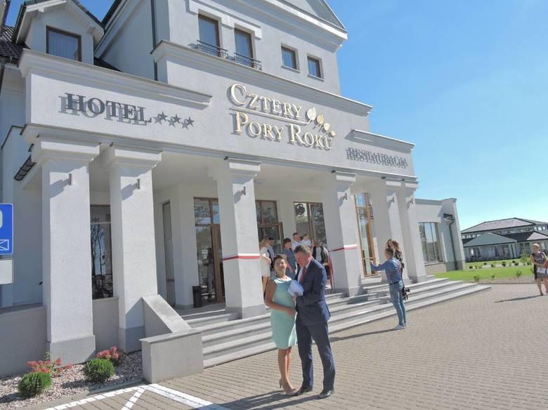 Bielsk Podlaski i okoliceCztery Pory Roku (na zdjęciu) - od 160 zł / os.Hotel Unibus - od 130 zl / os.* Podane zestawienie uwzględnia jedynie ceny podane