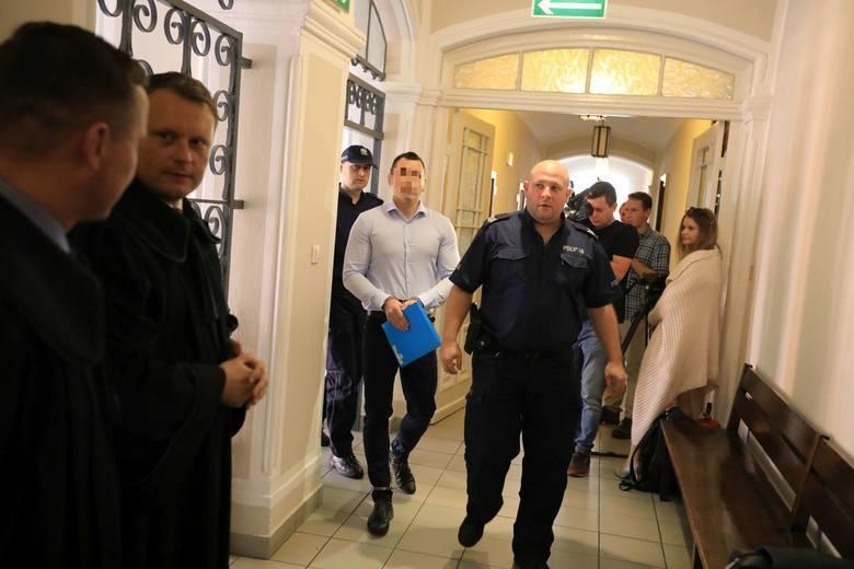 """Radosław W. twierdził na początku procesu, że """"tylko się bronił"""". W toku procesu ustalono, że tak nie było"""