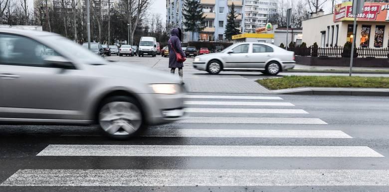 Piesi z pierwszeństwem na pasach. Rząd przyjął zmiany w przepisach o ruchu drogowym.Zobacz kolejne zdjęcia. Przesuwaj zdjęcia w prawo - naciśnij strzałkę