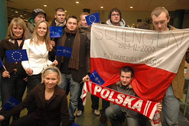 W grudniu 2007 roku kolejny raz padły szlabany i słupy graniczne między Polską a Niemcami. Tym razem jednak był to powód do radości: Polska znalazła