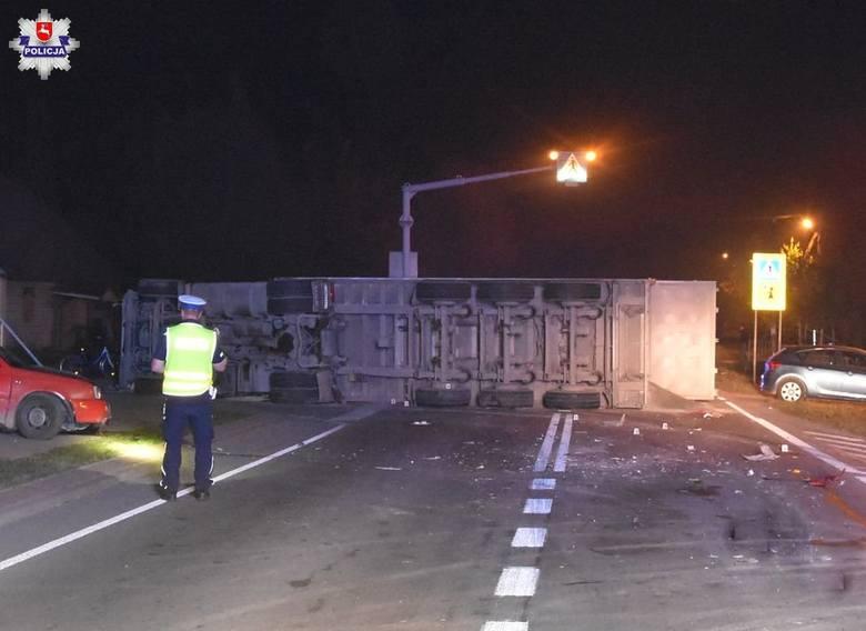Przewrócona ciężarówka w Liśnku Dużym zablokowała ruch na kilka godzin