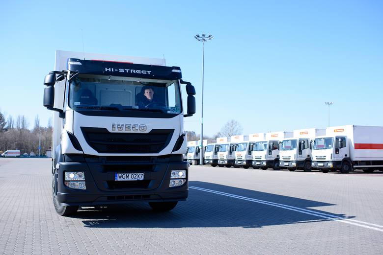 1000 nowych samochodów będzie wozić przesyłki kurierskie i paczki z e-sklepów w Poczcie Polskiej