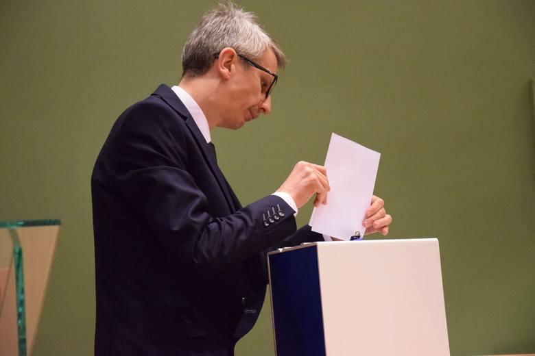 Wicestarostą kluczborskim został Rafał Neugebauer. Startował z list Ziemi Kluczborskiej, ale tak naprawdę jest raczej kandydatem Ziemi Wołczyńskiej,