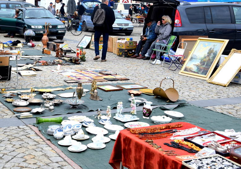 Targi staroci i kolekcjonerów na skierniewickim Rynku [ZDJĘCIA]