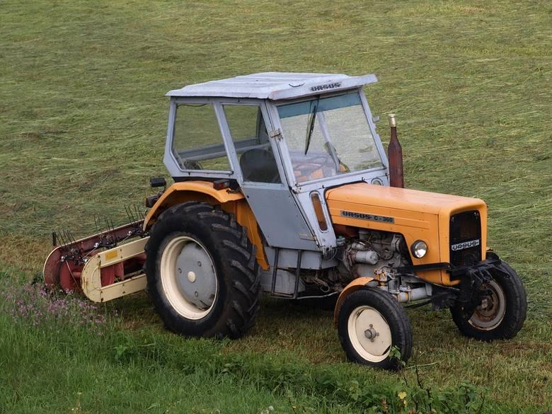 62-latek z Krzeszowa jechał pijany traktorem. Miał dozór elektroniczny i zakaz jazdy