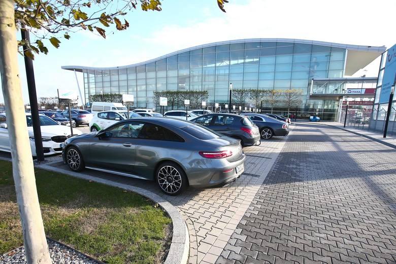Wrocławskie lotnisko po raz pierwszy w historii obsłużyło trzymilionowego pasażera. Do końca roku, według szacunków, będzie ich blisko 3,3 mln. I choć