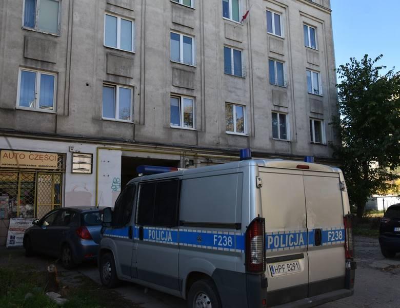 Prokuratura Rejonowa Łódź-Widzew wyjaśnia okoliczności śmierci pary trzydziestolatków, których zwłoki odnaleziono w niedzielę (20 października)o świcie
