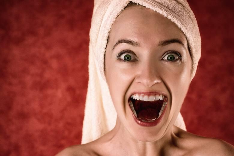 Kobiety często poprawiają swój wygląd, myśląc że będą bardziej atrakcyjne. Tymczasem ich kosmetyczne czy modowe zabiegi przynoszą odwrotny skutek. Zobacz,