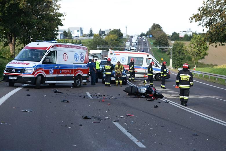 Do zdarzenia doszło w czwartek na drodze krajowej nr 77 w Żurawicy pod Przemyślem. Z pierwszych informacji wiemy, że w zderzeniu motocykla, samochodu
