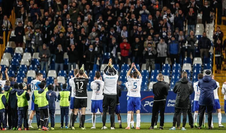 Stal Mielec, Stal Rzeszów, Stal Stalowa Wola, Siarka Tarnobrzeg i Igloopol Dębica - to jedyne kluby z Podkarpacia, które występowały w piłkarskiej najwyższej