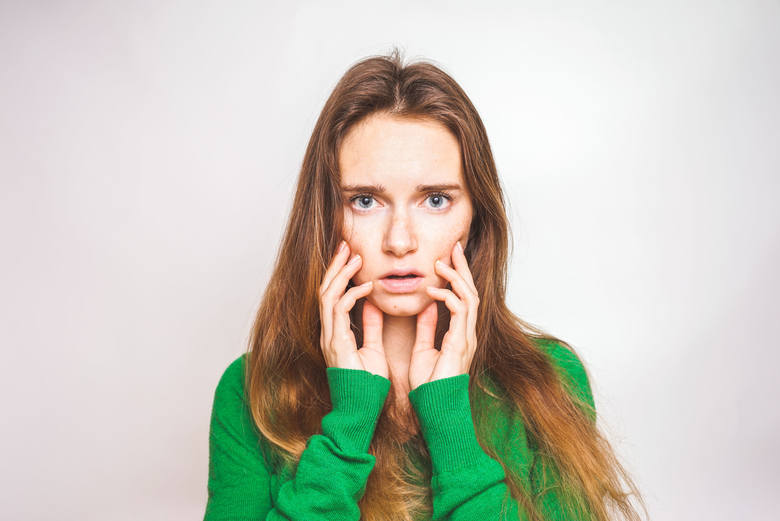 Jednym z pierwszych objawów COVID-19 może być nadwrażliwość skóry na dotyk bez występowania wysypki. Objaw ten utrudnia noszenie ubrań i wykonywanie