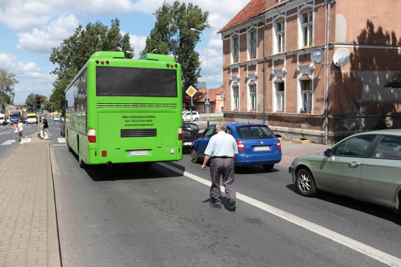 wypadek w Zielonej Górze, autobus uderzył w chevroleta