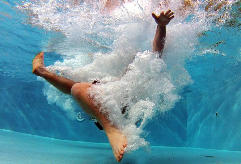 Nie żyje dwunastoletnia dziewczynka, która przed kilkoma dniami topiła się w hotelowym basenie w Osiadzie Śnieżka w Łomnicy pod Jelenią Górą. O życie