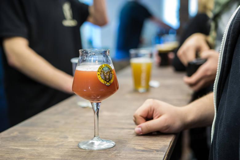 Szczególnie kierowcy zastanawiają się jak długo nasz organizm spala różne alkohole. Kiedy po wypiciu piwa, czy innego trunku możemy wsiąść za kierownicę?