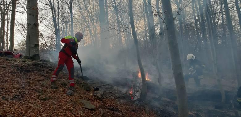 W niedzielę ratownicy GOPR pełniący dyżur w Ustrzykach Górnych zostali zadysponowani przez straż pożarną do pomocy w transporcie strażaków i wody do
