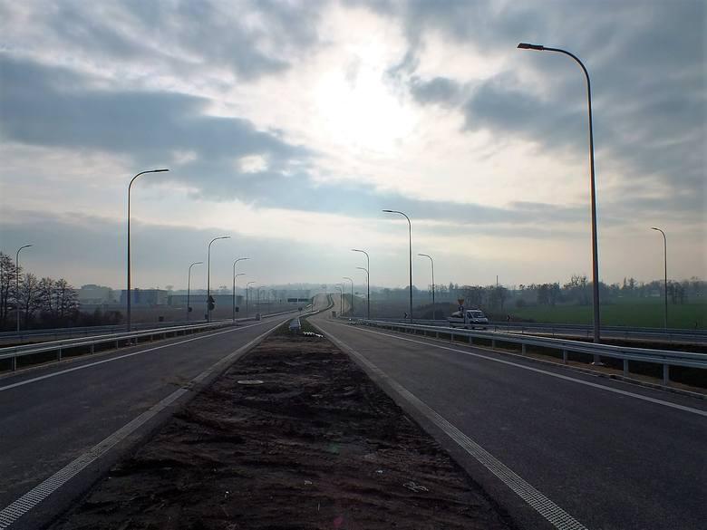 Budowa obwodnicy piastowskiej Opola jest na ukończeniu. Od wiosny ubiegłego roku powstała blisko czterokilometrowa droga łącząca obwodnicę piastowską