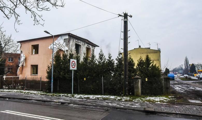 Trwa wyburzanie budynków przy ul. Grunwaldzkiej w Bydgoszczy. W sumie ma ich zniknąć ponad 30. Wyburzone zostaną wszystkie domy położone przy ul. Grunwaldzkiej