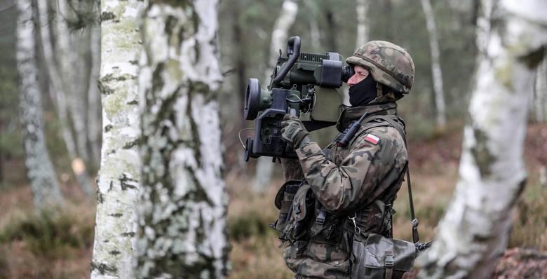 Zarobki wojskowych niestety są najniższe wśród służb mundurowych. Przeciętne wynagrodzenie wynosi 5530 zł.POLECAMYZarobki w wojsku 2018. Ile zarabia
