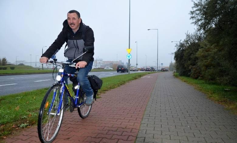 Jazda na rowerze jest najpopularniejsza. Wybiera ją 28 proc. aktywnych fizycznie (na zdjęciu Zbigniew Rudziński)