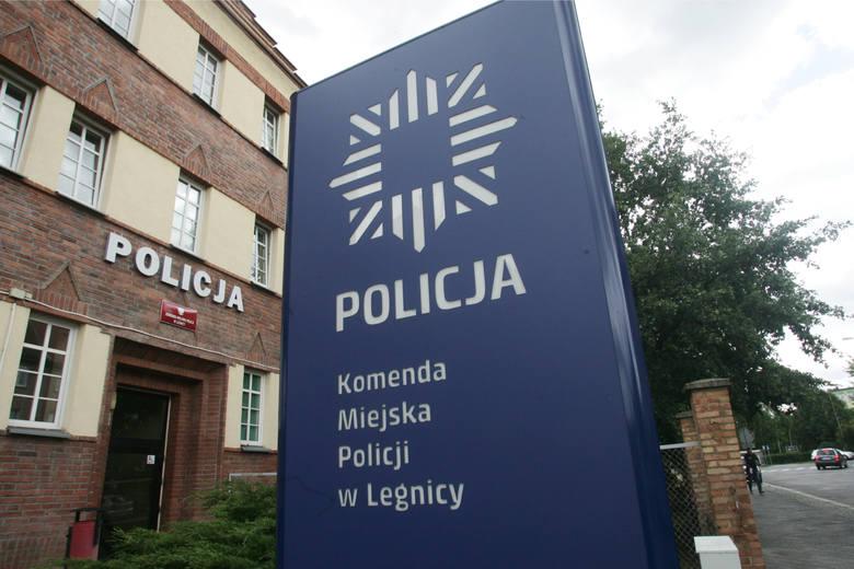 Zarobki w policji 2020: ile zarabiają policjanci? Oto najnowsze STAWKI po podwyżkach. Pensja policyjna - ile płaci MSWiA? Ile zarabia komendant? Ile