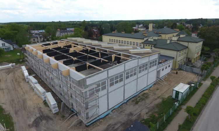 Bez żadnych przeszkód realizowana jest budowa nowej hali sportowej w Garbatce-Letnisko.