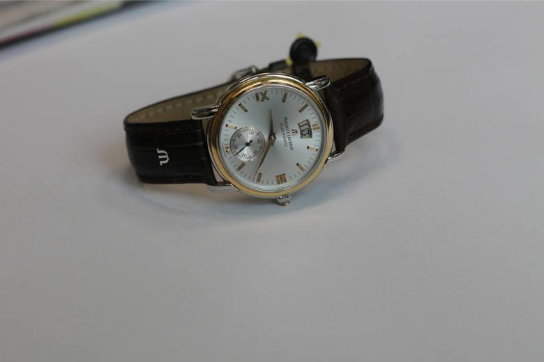 ZegarekPrezent w tej postaci może być nie tylko ładny, ale również praktyczny. Zegarki stanowią dzisiaj przede wszystkim elegancki element biżuterii.